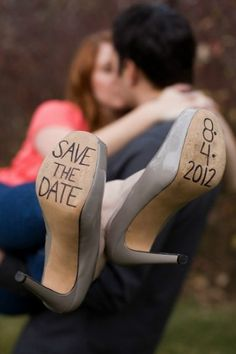 Awesome save-the-date idea!! =D