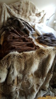 This picture was to compete with Cal Meir's beds. Here we have mostly Fox Fur but there's also some Mink Fur coats and a Coyote Fur blanket (in forefront). As demonstrated here and elsewhere, Fur isn't just for wearing. Fake Skin, Bed In Closet, Fur Bedding, Fur Rug, Fur Accessories, Fur Blanket, Fur Throw, Soft Blankets, Room Rugs