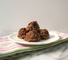 Chocolate Almond Cranberry Breakfast Cookies - A healthy, all natural, gluten free, vegan chocolate oatmeal cookie that is slightly crunchy on the outside, soft in the middle and made with almond nut butter and cranberries. Only 60 calories!