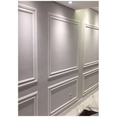 Installing Wainscoting, Dining Room Wainscoting, Wainscoting Panels, Tv Wall Design, House Design, Interior Design Living Room, Interior Decorating, Reclaimed Wood Accent Wall, Neoclassical Interior