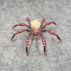 Beaded Christmas Spider - Trinkets & Things Handmade with Aloha Seed Bead Crafts, Beaded Crafts, Wire Crafts, Wire Ornaments, Beaded Christmas Ornaments, Handmade Beads, Handmade Jewelry, Diy Jewelry, Beaded Jewelry