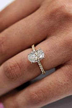 Hochzeit Ringe 30 timeless classic engagement rings for beautiful women, # beautif Cushion Cut Engagement Ring, Classic Engagement Rings, Princess Cut Engagement Rings, Beautiful Engagement Rings, Vintage Engagement Rings, Engagement Rings Gold Yellow, Oval Cut Engagement Rings, Wedding Rings Solitaire, Wedding Rings Vintage