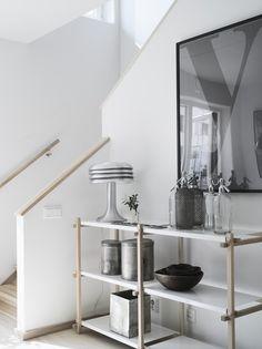 White and modern hallway. Lotta Agaton for Folkhem Scandinavian Interior, Modern Interior, Interior Styling, Blog Deco, Lotta, Interior Design Inspiration, Interiores Design, Home Furniture, Sweet Home
