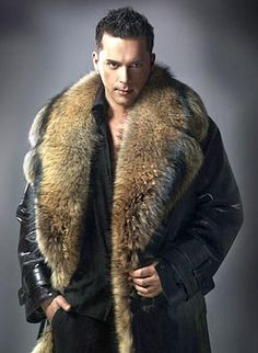 that collar - shut up & hug me! Fur Fashion, Leather Fashion, Winter Fashion, Mens Fashion, Fur Jacket, Fur Coat, Mens Fur, Fur Collars, Swagg