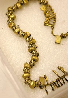 Necklace of 220 beads from Troy. Following a scientific analysis that suggested its collection of ancient, Trojan-style gold jewelry was looted from northwestern Turkey, the University of Pennsylvania announced this week that it had lent the 24 items to that country for an indefinite period.