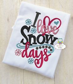 I Love Snow Days Shirt or Bodysuit, Christmas Shirt, Girl Christmas Shirt, Girl Winter Shirt, Girl Holiday Shirt by GingerLyBoutique on Etsy