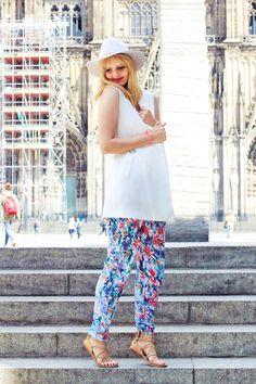 Madison Coco, Onlinemagazin, Blogger Netzwerk, your daily treat, fashion, madisoncoco.de, gladiator Sandalen, Sommer Trend, weißer Hut, weißes Top, Hose mit buntem Blumenprint