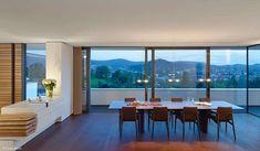 Haus an der Achalm: Architektonisch kunstvoll und lebenspraktisch zugleich Villa, Modern Contemporary, Cube, Windows, Furniture, Home Decor, Home, Home And Living, House