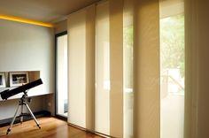 ¿Tienes grandes ventanales y no sabes con qué decorarlos? Nuestras cortinas Panel Glide, te brindan privacidad e iluminación en una combinación perfecta. #Casas #ProyectosHunterDouglas #Cortinas #persianas #Toldos #Tecnología #innovación #calidad #ProductosHunterDouglas #Estilo #Elegancia #Exclusividad #Residencial #Hogares #Hogar #HogaresHunterDouglas