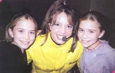 Can this get any more 90s?!? (:  Britney Spears poses w/ Mary-Kate & Ashley Olsen