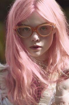 Elle Fanning com cabelo pink! *-*