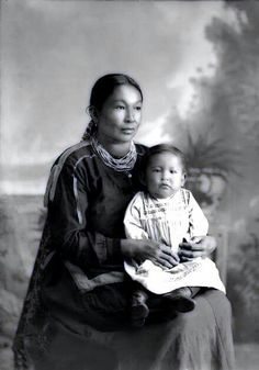 Ho-Chunk woman Martha Lyons-Lowe Stacy (KaRaChoWinKah) holds her son James Stacy (NaHeKah). tragically James died at the age of two. Photo- What a beautiful mother and child! Native American Children, Native American Pictures, Native American Beauty, Native American Tribes, Native American History, American Indians, Native Americans, Indiana, Arte Tribal
