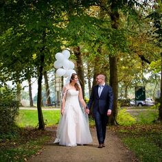 WEDDING | BALLONS Use your wings.... or otherwise balloons! . . . . . #HKf #utrecht #bruidspaar #ig_utrechthotspot #bruiloft #dutchweddingphotographer #instawed #instabride #love #wedding #weddinginspiration  #weddingphotographer #bride #groom #balloons #trouwen #realwedding #weddingday #weddinggown #balonnen #weddingportrait #weddingveil #weddingbrideandgroom  #utrechtweddingphotographer #weddingphotography