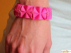 Cómo crear pulseras handmade con la técnica del plisado. http://www.tiendamerceria.blogspot.com.es/2015/12/como-hacer-pulseres-con-la-tecnica-del.html #diy #crafts #handmade #christmas #navidad