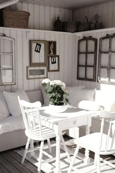 Old windows for decoration in the house - 50 cool ideas Old window-decoration-vintage-white-wood-seating-pillow-wall-decoration-chairs-wall covering Farmhouse Decor, Vintage Interior, Decor, House Interior, Diy Decor, Cottage Decor, Home, Interior, Home Decor