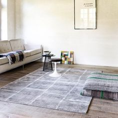 Uni Reflect Rugs 111 001 100 in Ivory by Ligne Pure - Free UK Delivery - The Rug Seller