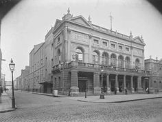 Theatre Royal, Hawkins St & Poolbeg Street, Dublin, about prior to tge building's art deco redesign and demolition and the erection of Hawkins House, considered to be Ireland's ugliest building. Ireland Pictures, Old Pictures, Old Photos, Dublin Street, Dublin City, Irish Independence, Photo Engraving, Building Art, Local History