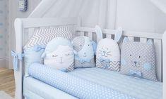 Modelos modernos de kit berço para quarto de menino Baby Bedroom, Kids Bedroom, Cot Bumper, Nursery Room Decor, Crib Bedding Sets, Diy Pillows, Pillow Beds, Baby Cribs, Baby Sewing