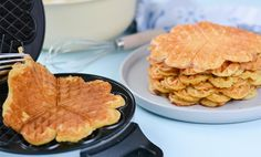 Sunne og grove havrevafler   Oppskrifter   EXTRA Nom Nom, Food And Drink, Baking, Eat, Breakfast, Desserts, Recipes, Cakes, Bread Making