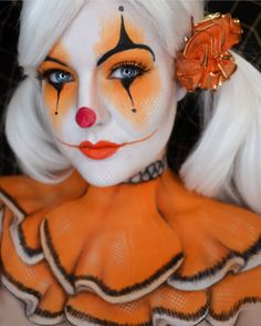 Clown Make-up – rote Nase, schwarzer Humor - maquillage Maquillage Halloween Clown, Clown Halloween, Halloween Make Up, Halloween Face Makeup, Halloween Photos, Halloween Designs, Halloween Ideas, Makeup Clown, Carnival Makeup