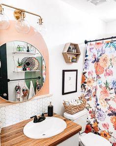 Boho Bathroom Decor, Bathroom Interior Design, White Bathroom Decor, Diy Home Decor For Apartments Renting, Bathroom Makeover, Eclectic Bathroom, Girls Bathroom, Diy Bathroom Decor, Boho Bathroom