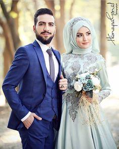 Couple *Portfolioooo.... la..la..la..bonne vie.. ❤❤❤ Hijabi Wedding, Wedding Hijab Styles, Arab Wedding, Hijab Wedding Dresses, Wedding Poses, Wedding Wear, Bridal Dresses, Bridal Hijab, Hijab Bride