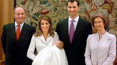 14. Januar 2006: Prinzessin Letizia mit Täufling Leonor, Prinz Felipe, König Juan Carlos und Königin Sofia © Picture-Alliance / dpa / EFE Fotograf: Diaz