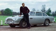 1963 : Sean Connery and an Aston Martin DB5 on Stoke Poges during the filming of 'Goldfinger.