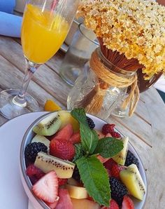 Breakfast is served at The Front Yard! @happiestmomontheblock