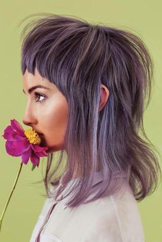 Kind of a mullet. Nice Mullets, Gray Purple Hair, Lilac Hair, Violet Hair, Pastel Hair, Light Purple, Short Shag Haircuts, Modern Haircuts, Modern Hairstyles