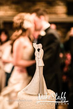 cute way to take a picture of the wedding topper!