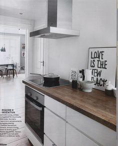 Ripiano in legno scuro Kitchen Island, Home Decor, Houses, Island Kitchen, Decoration Home, Room Decor, Interior Decorating