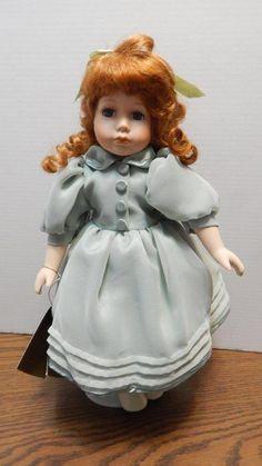 Seymour Mann Georgia Connoisseur Doll Red Hair Green Eyes Chiffon Dress w/Stand