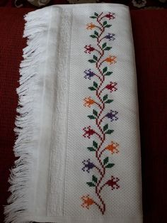 Cross Stitch Boarders, Cross Stitch Flowers, Cross Stitch Designs, Cross Stitch Patterns, Hand Embroidery Design Patterns, Embroidery Stitches, Cross Stitch Geometric, Christmas Cross, Pattern Design