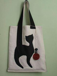 Bolsos de tela - Hover Tutorial and Ideas Fabric Crafts, Sewing Crafts, Sewing Projects, Sewing Ideas, Bag Quilt, Cat Bag, Cat Crafts, Denim Bag, Quilted Bag