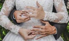 Cute Wedding Ideas, Wedding Goals, Wedding Couples, Wedding Pictures, Wedding Engagement, Wedding Planning, Dream Wedding, Wedding Picture Poses, Wedding Couple Poses Photography