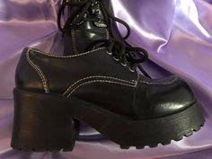 SZ Adorable Black Chunky Stevies by Steve Madden // platform bratz designer cute shoes oxford heels 90s Shoes, Swag Shoes, Oxford Shoes Heels, Shoe Boots, Chunky Shoes, Chunky Platform Boots, Aesthetic Shoes, Fresh Shoes, Pretty Shoes