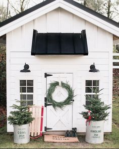 What a great idea for decorating your she shed! Festive greenery and classic holiday decoration turn this she shed into a winter wonderland. A simple wreath can go a long way in spreading christmas cheer! A great idea for the elf on a shelf too! Farmhouse Garden, Farmhouse Style, Farmhouse Decor, Modern Farmhouse, Farmhouse Design, Farmhouse Sheds, White Farmhouse, Farmhouse Outdoor Storage, Rustic Modern