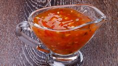 Sweet and Sour Sauce – Recipe Ingredients: 1 clove of garlic, 1 green pepper, 2 tomatoes, 1 small box of pineapple pieces, 5 dl of chicken water broth and cube Source Chili Sauce, Marinade Sauce, Asian Recipes, Ethnic Recipes, Bulgogi, Asian Cooking, Vegan Dishes, Chutney, Barbecue Sauce