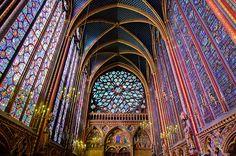 La Santa Capilla ( Sainte-Chapille, en francés ) es un templo gótico situado en el centro de París. Fue construida para albergar las reliquias adquiridas por el rey San Luis de Francia.  La historia de la Capilla comienza en 1241 cuando fueron llevadas hasta Francia, desde Siria y Constantinopla, la corona de espinas, parte de la cruz, el hierro de la lanza, la esponja y otras reliquias del Martirio de Jesucristo, que habian sido adquiridas por el rey Luis IX a Balduino II, último ...