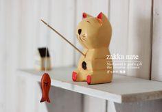 ornamento de madera gato pescador figura