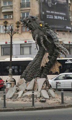 Bucharest, The Hobbit [street marketing] 'Always speak politely to an enraged dragon!' : Steven Brust : 'Jhereg' Bucharest, The Hobbit [street marketing] 'Always speak politely to an enraged dragon! Dragon Statue, Dragon Art, Dragon Pics, Dragon Head, Fantasy Creatures, Mythical Creatures, Dragons, Street Art, Urbane Kunst