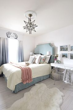 Vintage Bedroom important thing for teen bedroom - Teen bedroom themes must accommodate visual and function. Here are tips to create the coolest teen bedroom. Small Room Bedroom, Gray Bedroom, Small Rooms, Bed Room, Master Bedroom, Trendy Bedroom, Funky Bedroom, Bedroom Suites, Comfy Bedroom