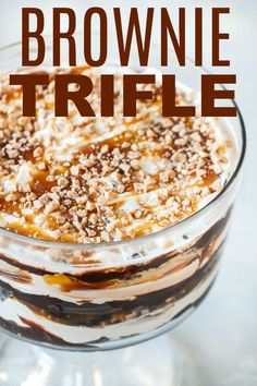 Caramel Brownie Trifle - this is our favorite dessert! BEST Chocolate Caramel Brownie Trifle - this is our favorite dessert! Chocolate Caramel Brownie Trifle - this is our favorite dessert! BEST Chocolate Caramel Brownie Trifle - this is our f Brownie Trifle, Brownie Desserts, Mini Desserts, Dessert Oreo, Chocolate Desserts, Easy Desserts, Delicious Desserts, Brownie Toppings, Cake Chocolate
