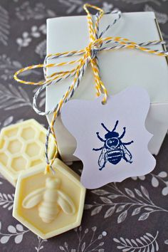 DIY Scented Bee Soaps - 2 Bees in a Pod