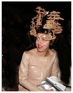 Isabella Blow wearing antique Japanese hair ornaments