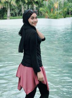 Girl Hijab, Hijab Chic, Muslim Girls, Beautiful Hijab, Hijab Fashion, Beauty Women, Stylish, Womens Fashion, How To Wear