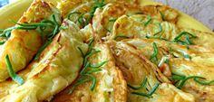 Daca vrei sa pregatesti pentru cei dragi o reteta inedita trebuie sa incerci aceste snitele din varza. Sunt absolut senzationale si cu siguranta iti vei impresiona cu ele familia si prietenii…  Sunt foarte usor de preparat, iar gustul lor este deosebit. Uite care sunt ingredientele de care ai nevo Russian Recipes, Russian Foods, Lunch Recipes, Quiche, Potato Salad, Zucchini, Cabbage, Toast, Diet