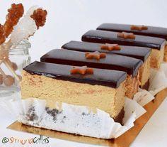as minca o felie de tort diplomat zice petruta dinu Mango Desserts, Köstliche Desserts, Sweets Recipes, Delicious Desserts, Cake Recipes, Mousse, Mini Cakes, Cupcake Cakes, Romanian Desserts