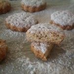 Biscotti con farina d'orzo, yogurt e limone